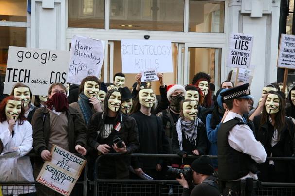 607_20131105093339_vendettaprotest