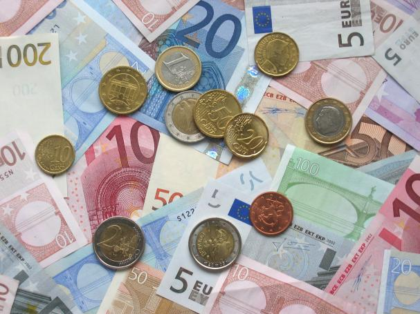 607_20131113174725_euro_coins_and_banknotes