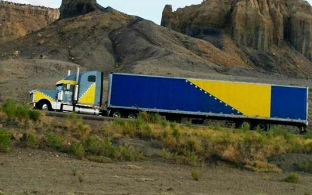 plavo-zuti-kamion