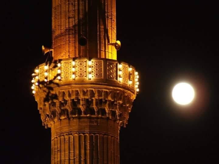 druženje muslimanima tijekom ramazana otac i sin koji se druže s istom ženom