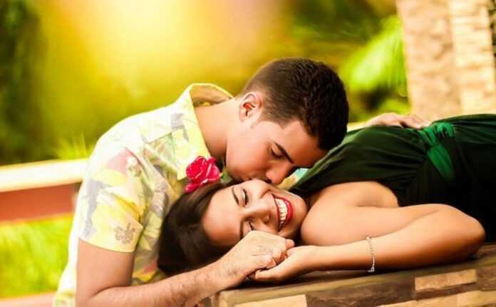 poljubac ljubav par Pixabay