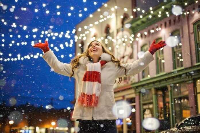 sreca zima snijeg bozic osmijeh zena pixabay