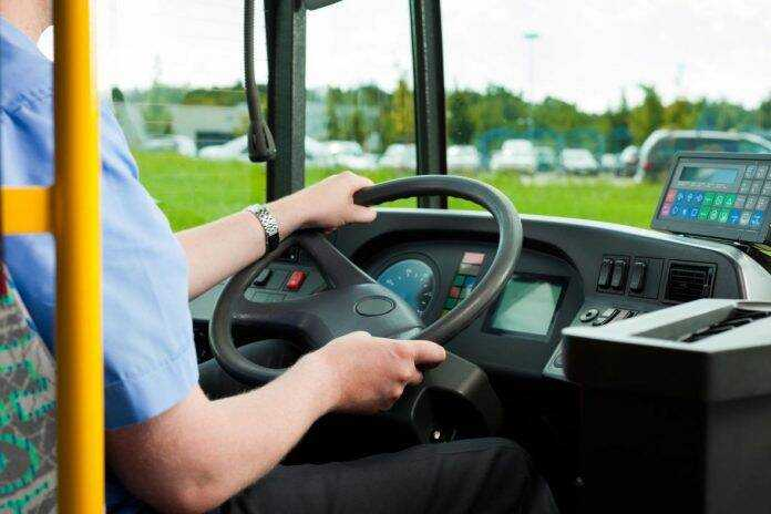 vozac autobus ilustracija 696x464 1