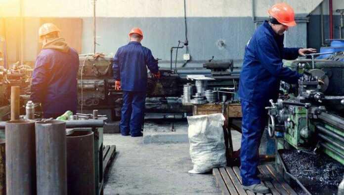 radnici fabrika privreda 300374 725x413 1