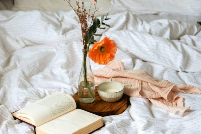 maj cvijece krevet sreca proljece spavanje dorucak pexels