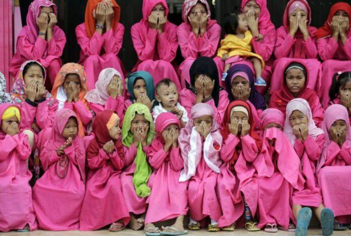 muslimanke djevojcice molitva islam vjera razlike jednakost ljepota EPAEFE