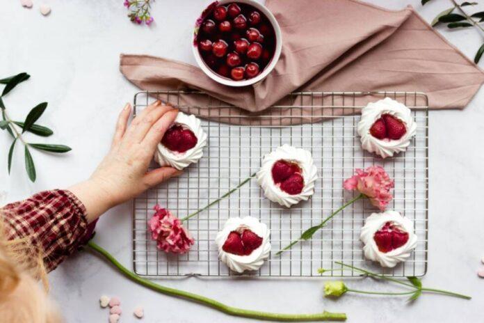 pavlova torta slatkis kolaci ilustracija pexels