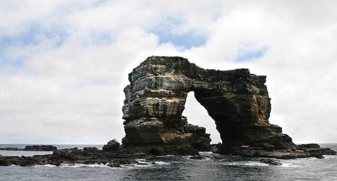 Darwins Arch Galapagos main
