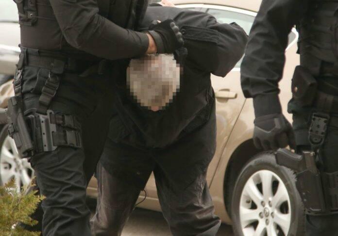 policija privodjenje hapsenje 696x487 1