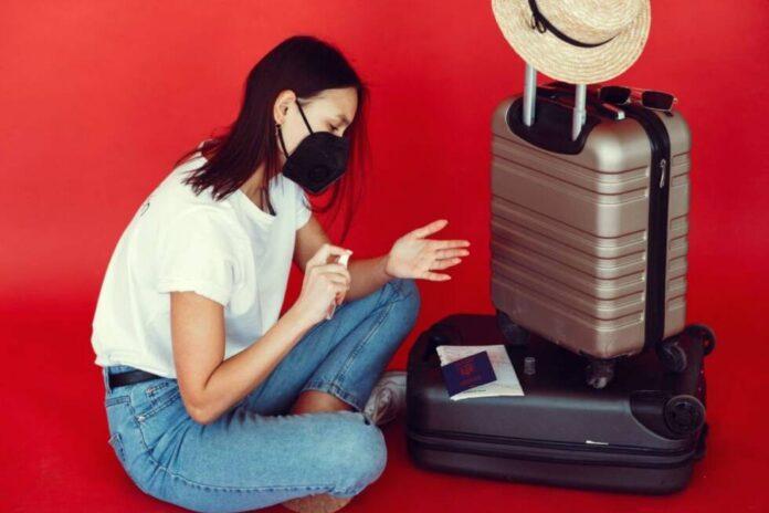 putovanje torbe turisti pasos maska koronacovid pexels