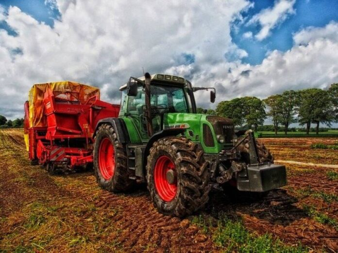 tractor 385681 640