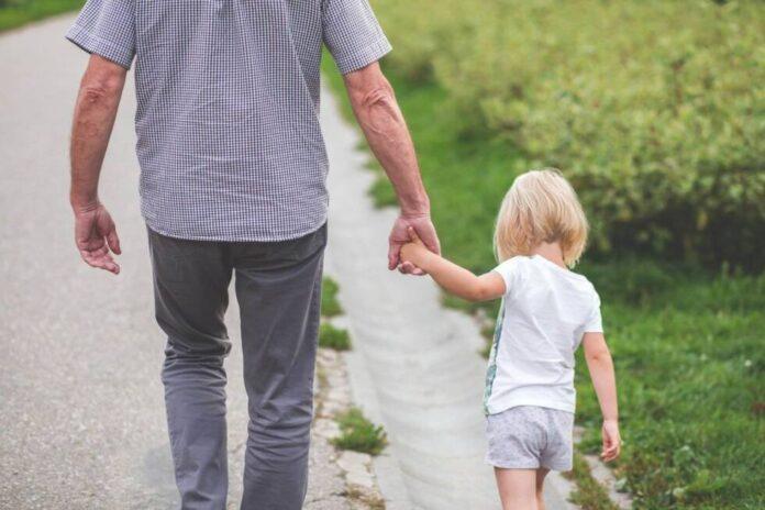 dijete roditelji setnja priroda