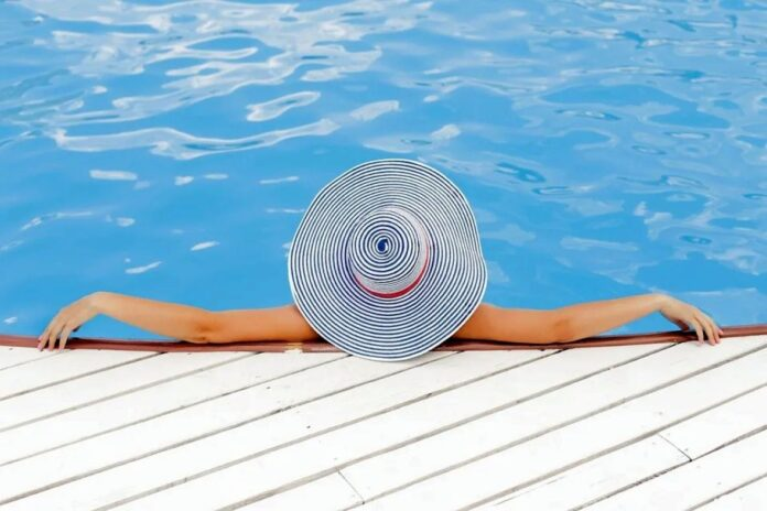 ljeto suncanje more bazen sreca uzivanje pixabay