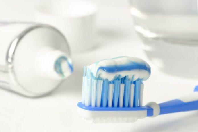 toothpaste 3067569 1920 1024x683 1 750x500 1