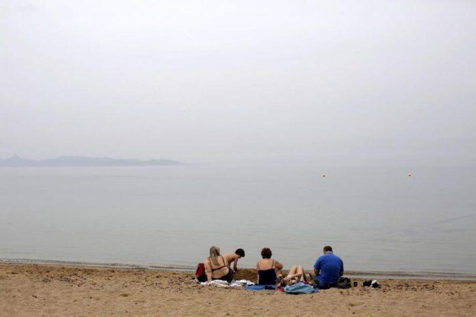 turisti more ljeto ilustracija 1juli epa