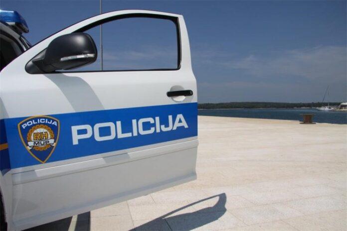 policijski auto i more 750x500 1