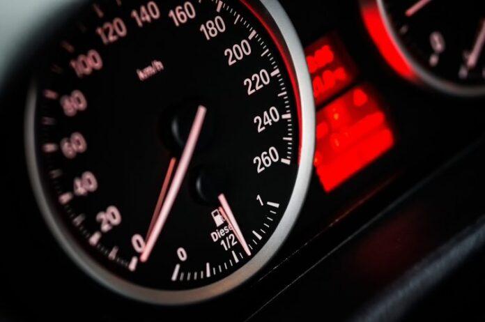 1633684903 1633683465 speedometer g90518f937 1920 750x498 1