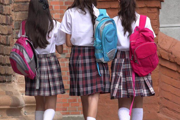 djevojcice skola srbija 696x464 1
