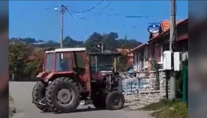 Traktorom srusio ogradu komsiji nakon svade 696x399 1