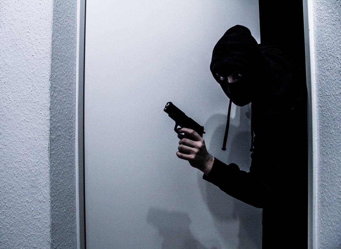 lopov razbojnik pljackas pixabay