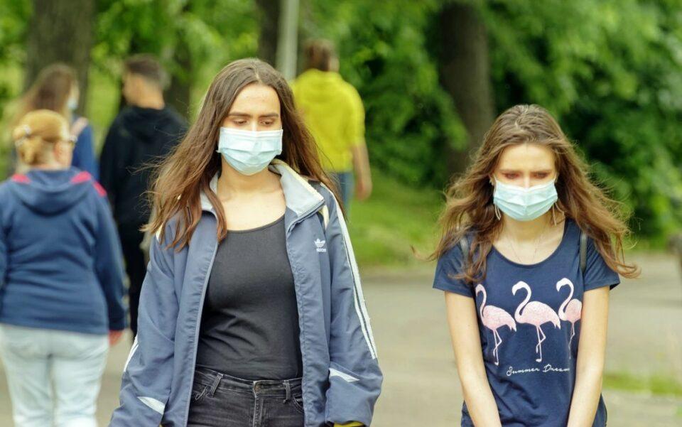 maske coronavirus covid mladi pixabay
