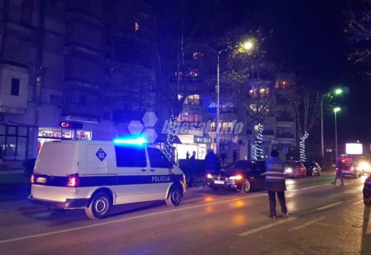 saobracajna capljina policija bljesak