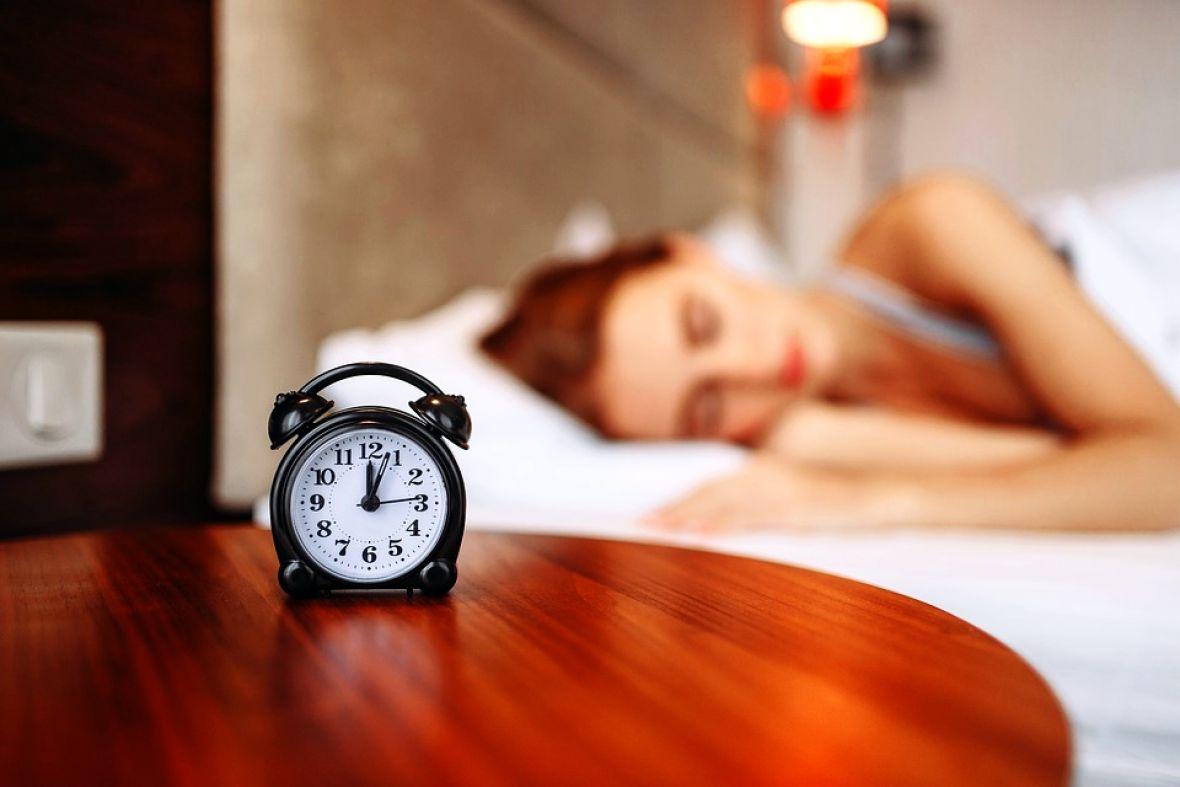 sat alarm budjenje spavanje pixabay 2