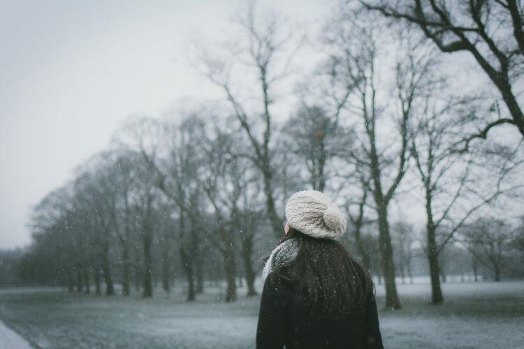 snijeg zima djevojka