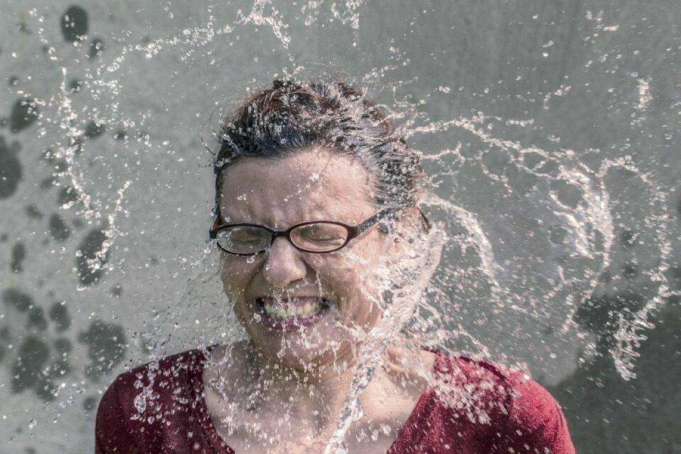sok voda zena osvjezenje ilustracija pixabay