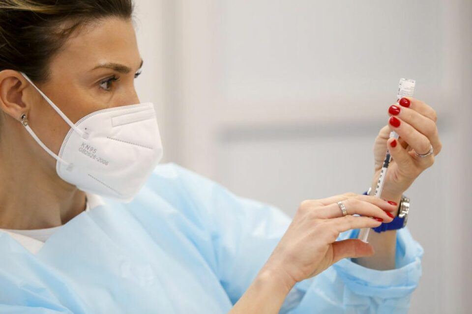vakcina cjepivo vakcinacija covid koronavirus medicinska sestra