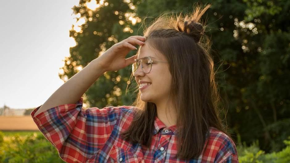 zena djevojka priroda osmijeh